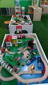 高崎オーパの子供の遊び場:電車と車のおもちゃ