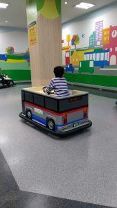 高崎オーパの子供の遊び場:バッテリーカー