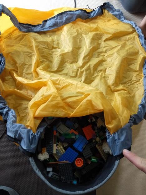 私が使っているレゴの収納マット写真